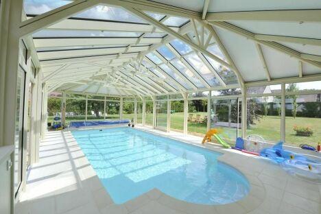 """""""Vacances perpétuelles"""" : Véranda sur-mesure avec piscine"""