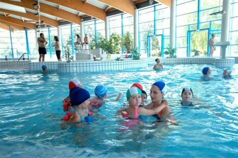 """Centre Nautique Aquavallée : le bassin intérieur<span class=""""normal italic petit"""">© C. Dumoulin</span>"""