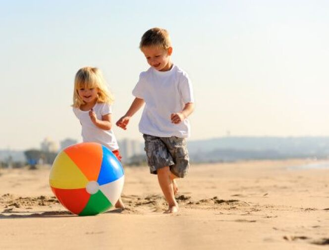 "10 dangers qui guettent vos enfants à la plage  <span class=""normal italic petit"">© Warren Goldswain - Thinkstock</span>"
