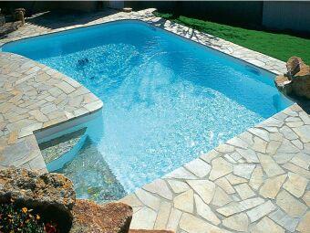 10 façons d'aménager un tour de piscine original