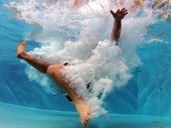 10 façons de convaincre un ami de se mettre à la natation