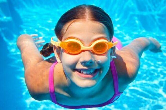 """10 façons de faire aimer la natation à votre enfant<span class=""""normal italic petit"""">DR</span>"""