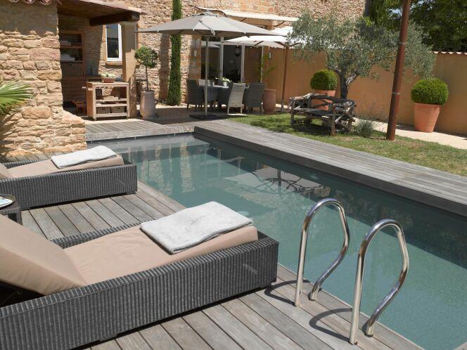 """10 idées pour embellir votre coin piscine<span class=""""normal italic petit"""">© Carré Bleu - François Deladerrière</span>"""