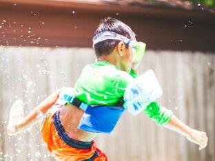 10 jeux de piscine pour les enfants