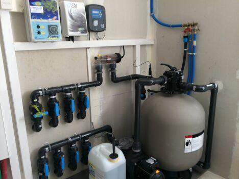 Filtration à sable avec traitement automatique par électrolyse au sel et régulation de Ph
