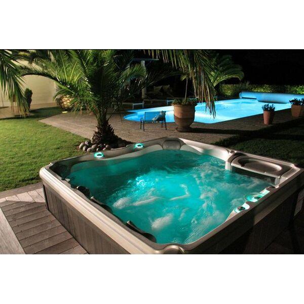 20 jours prix givr s chez sundance spas for Prix piscine spa
