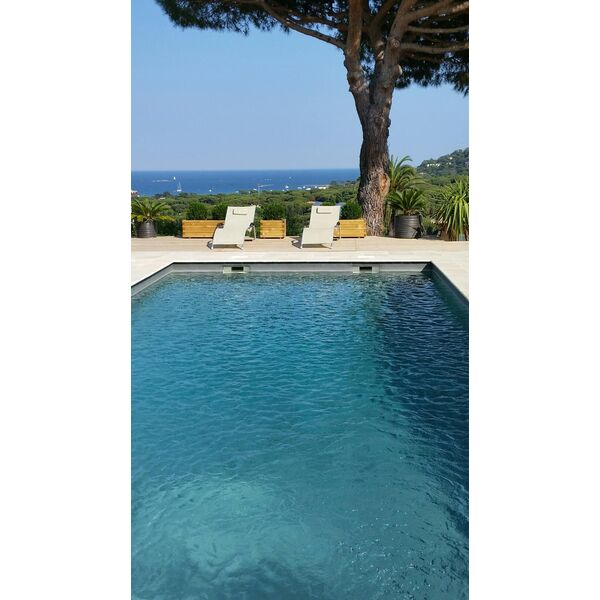Aqua provence piscines roquebrune sur argens pisciniste for Provence piscine polyester