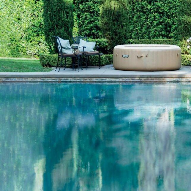Savourez les biens faits d'un spa convivial avec le modèle PureSpa Sahara