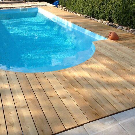 """Nous vous proposons un produit de haute qualité constituant une bonne alternative au bois tropical<span class=""""normal italic petit"""">DR</span>"""