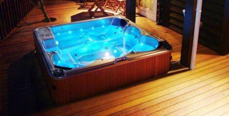 les spas peuvent être installés indifféremment en intérieur ou extérieur, encastré ou pas.