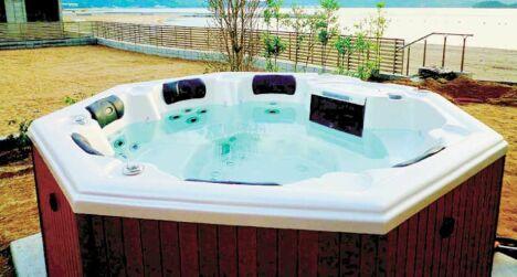 """Partager un moment de détente dans un spa c'est bénéficier d'un soin revigorant physique et psychique.<span class=""""normal italic petit"""">DR</span>"""