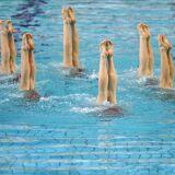 6 figures de natation synchronisée faciles à apprendre