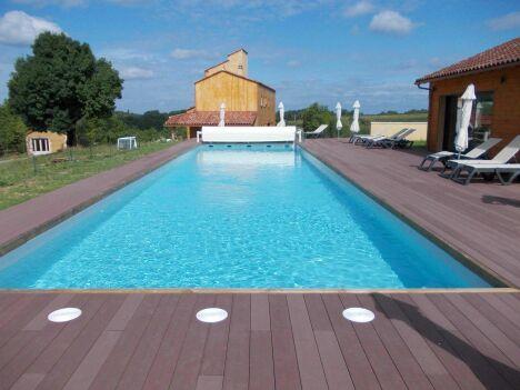 """Piscine bois Rectangulaire piscine bois difkoisirs a saint sulpice<span class=""""normal italic petit"""">DR</span>"""