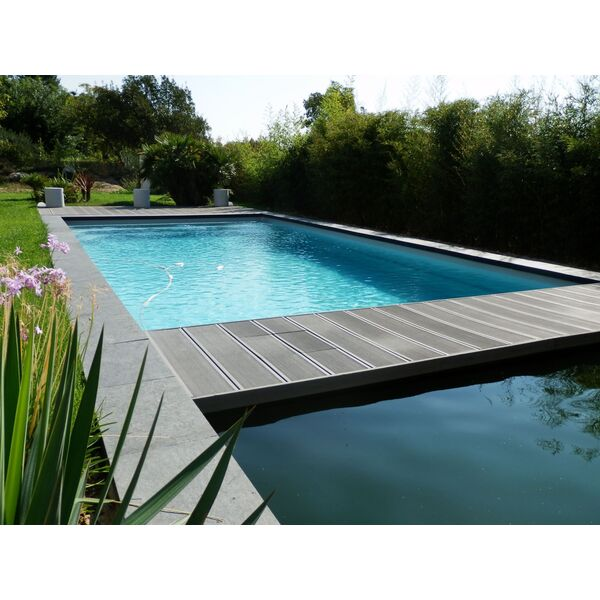 Polyester innovation d veloppement escale piscines for Piscine gemenos