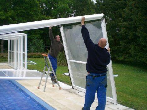 "Installation d'un abri de piscine<span class=""normal italic petit"">© Cover Services</span>"