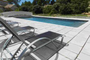 dallage type manoir teinte ardèche piscine traditionnelle