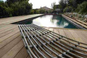 piscine à débordement membrane armée entourage en cumaru