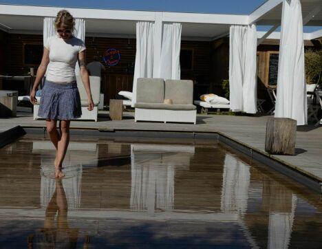 #FondMobile  Fond mobile Hidden-Pool réglé en piscine-pataugeoire