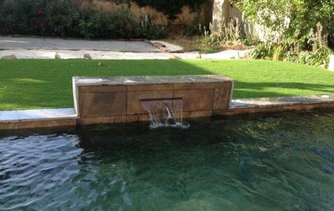 Bassin en pierre de bali avec muret lame d'eau DR