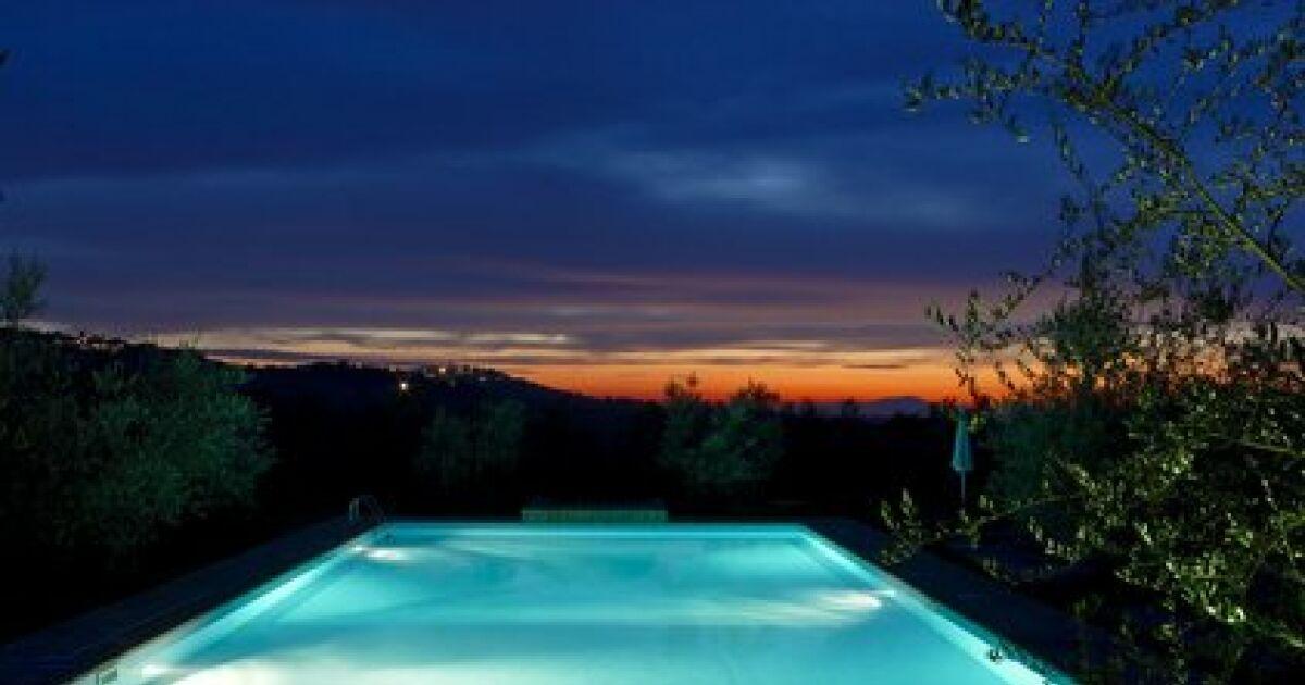 l clairage led pour piscine. Black Bedroom Furniture Sets. Home Design Ideas