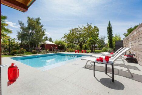 institut de la piscine mondial piscine tours pisciniste indre et loire 37. Black Bedroom Furniture Sets. Home Design Ideas