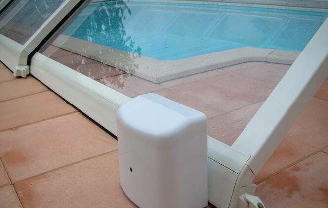 Motorisation d'un abri de piscine © Cover Services