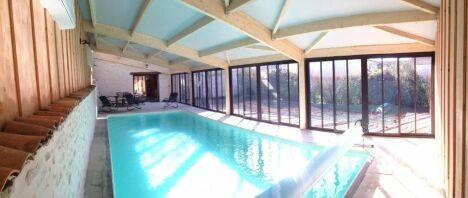 """réalisation d'une piscine intérieure<span class=""""normal italic petit"""">DR</span>"""