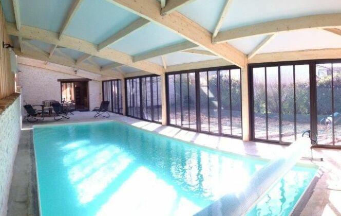 réalisation d'une piscine intérieure DR