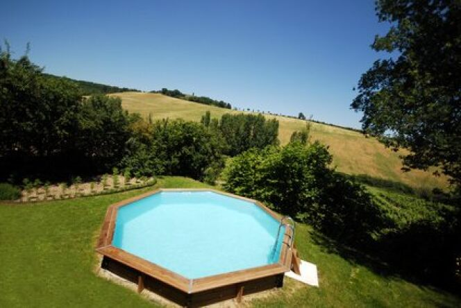 """Un beau jardin autour de votre piscine hors-sol <span class=""""normal italic petit"""">© Fotolia</span>"""