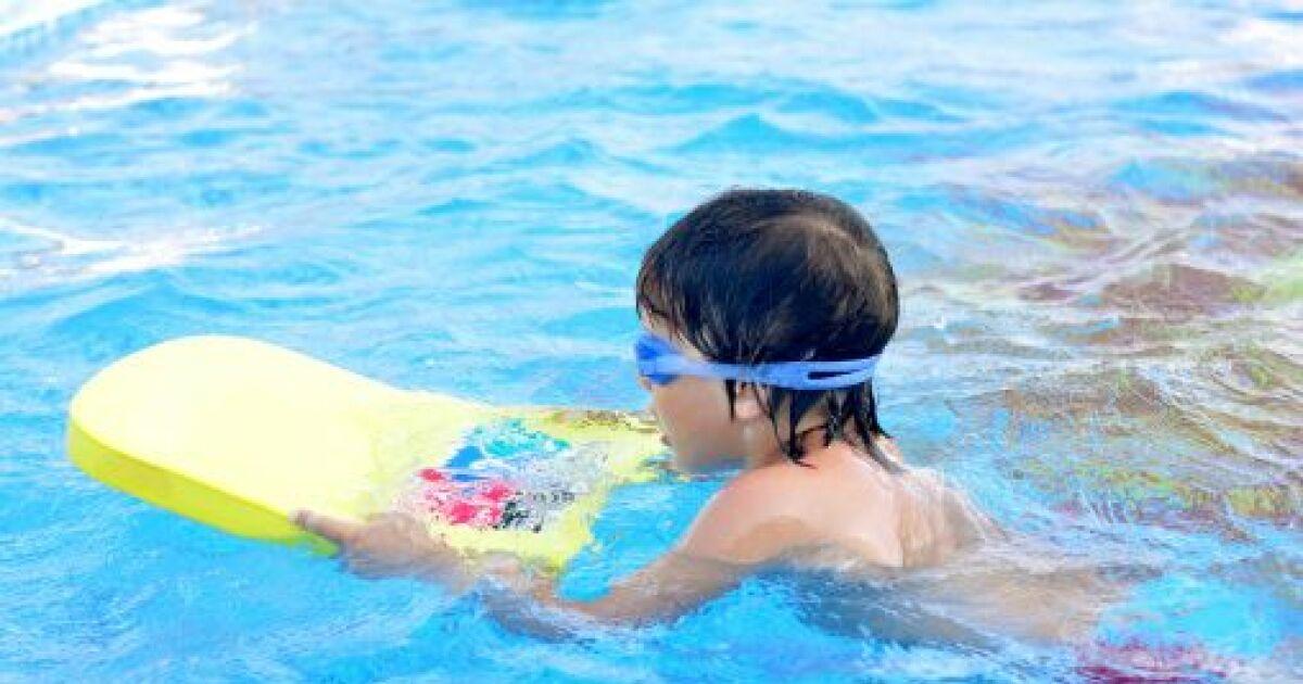 a partir de quel ge un enfant peut il apprendre nager