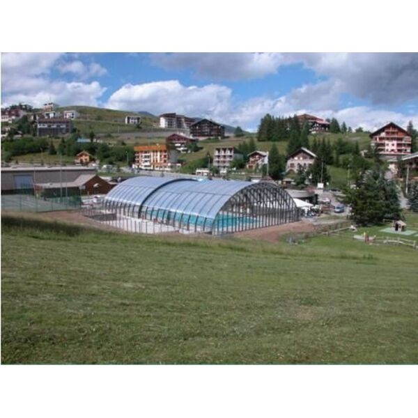 Abri de piscine ouverture centrale arqualand for Ouverture piscine
