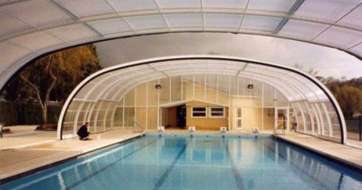 Abri de piscine ouverture centrale arqualand for Abri de piscine circulaire