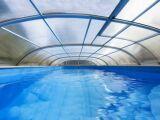 Abri de piscine abîmé par la grêle