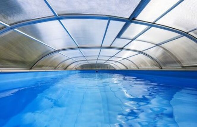 "Abri de piscine abîmé par la grêle<span class=""normal italic petit"">© sushaaa - Fotolia.com</span>"