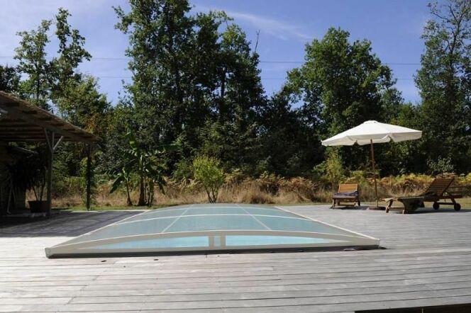 Galerie photos d 39 abris de piscine plats pour s curiser for Abri de piscine bas motorise