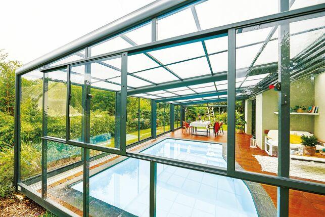 Abri de piscine avec fenêtre coulissante 2 vantaux