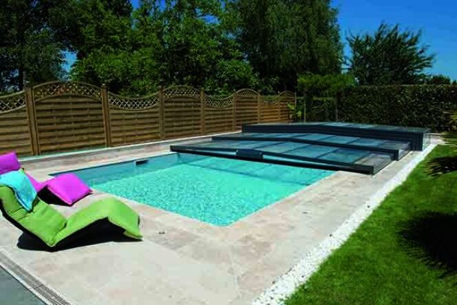 "Abri de piscine Elliptik Semi-plat<span class=""normal italic petit"">© Abri de Piscine Rideau</span>"