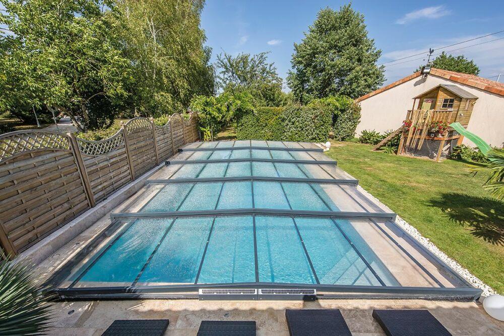Abri de piscine Elliptik semi-plat© Abri Piscine Gustave Rideau - Photo : J. Auvinet.