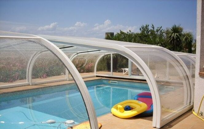 Abri de piscine mi-haut en aluminium Sun Abris © Sun Abris
