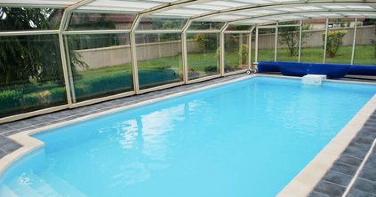 l 39 abri de piscine en polycarbonate l ger et r sistant. Black Bedroom Furniture Sets. Home Design Ideas