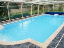 Abri de piscine en polycarbonate : léger et résistant