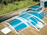 Un abri de piscine escamotable, plus de place autour de la piscine