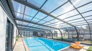 Abri de piscine ou volet roulant : lequel choisir?