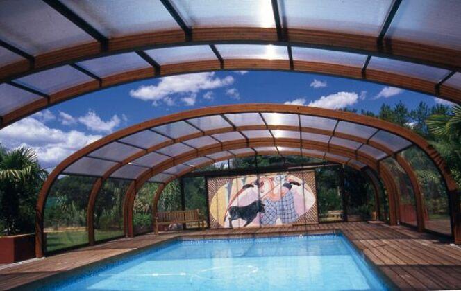Abri de piscine haut en bois Sun Abris © Sun Abris