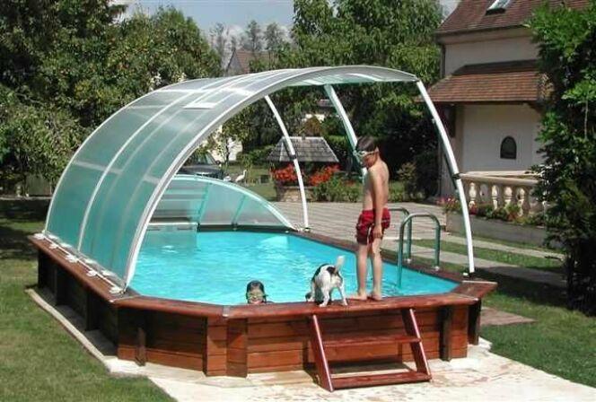 Les piscines hors-sol peuvent elles aussi être abritées par un abri en dur.