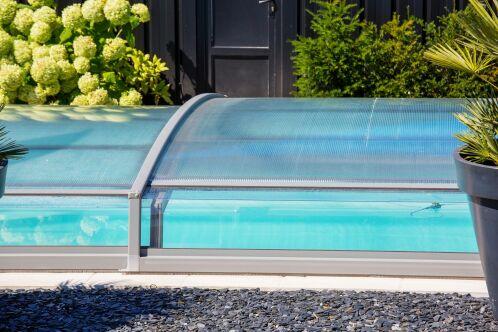 Abri de piscine : les différents matériaux