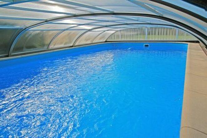 Abri de piscine mi-haut