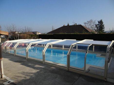 "Abri de piscine mi-haut 5 angles Octavia<span class=""normal italic petit"">© Octavia</span>"
