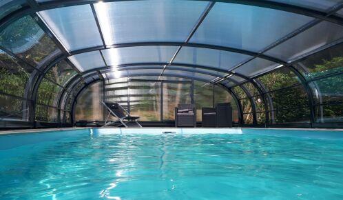 Abri de piscine mi-haut par EC'Création