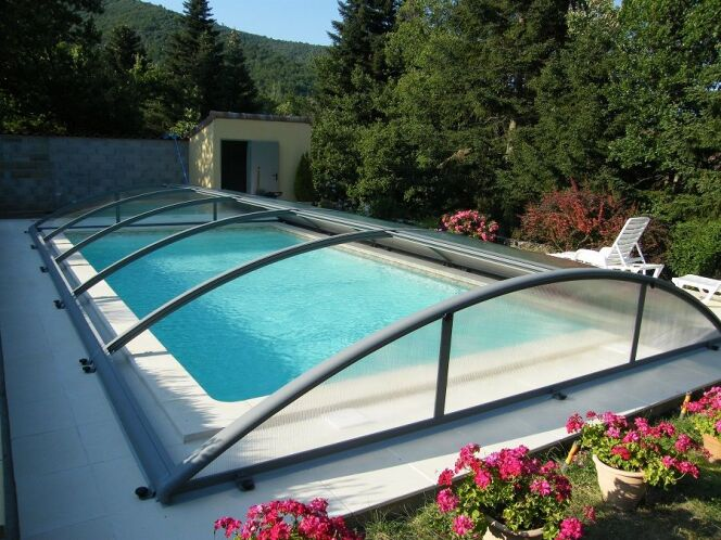 Abri de piscine modèle Visio, par Azenco